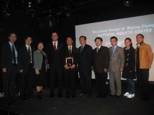 Professor Fu Receives a Plaque from ASCE Met Section International Group Members